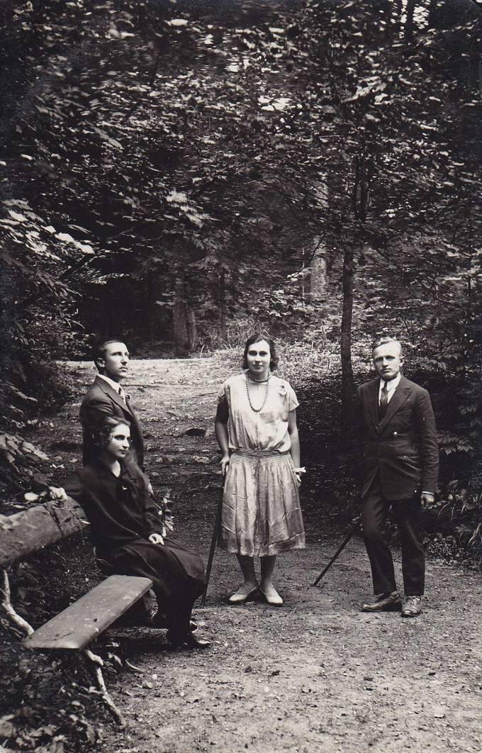 Iškylautojai Joniškėlio dvaro parke