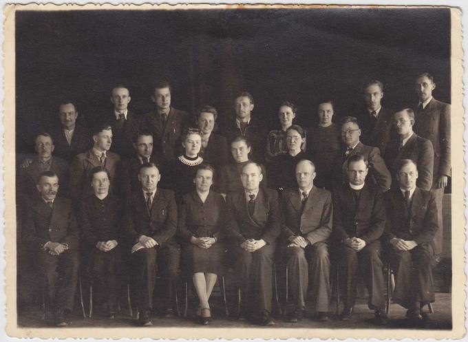 Pasvalio Petro Vileišio gimnazijos mokytojai 1943–1944 mokslo metais