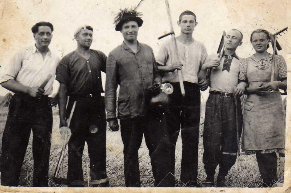 Pasvalio elektrinės vyrai talkoje pas Vasinauskus