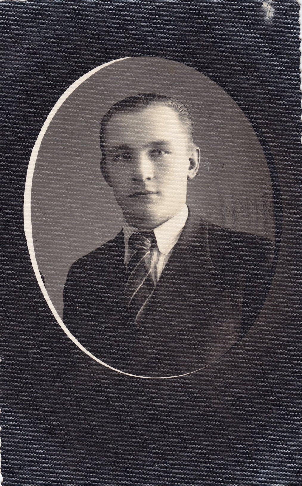 Profesoriaus, agronomo Petro Vasinausko brolis elektrikas Ignas Vasinauskas. 1935 m.