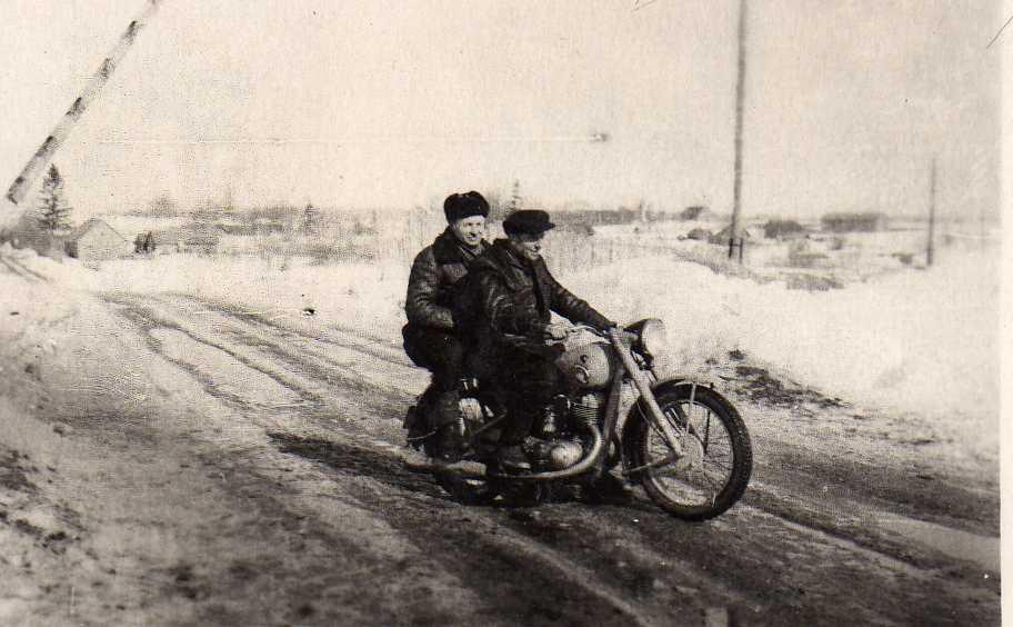 Profesoriaus, agronomo Petro Vasinausko brolis Jonas Vasinauskas važinėjo motociklu iki senatvės