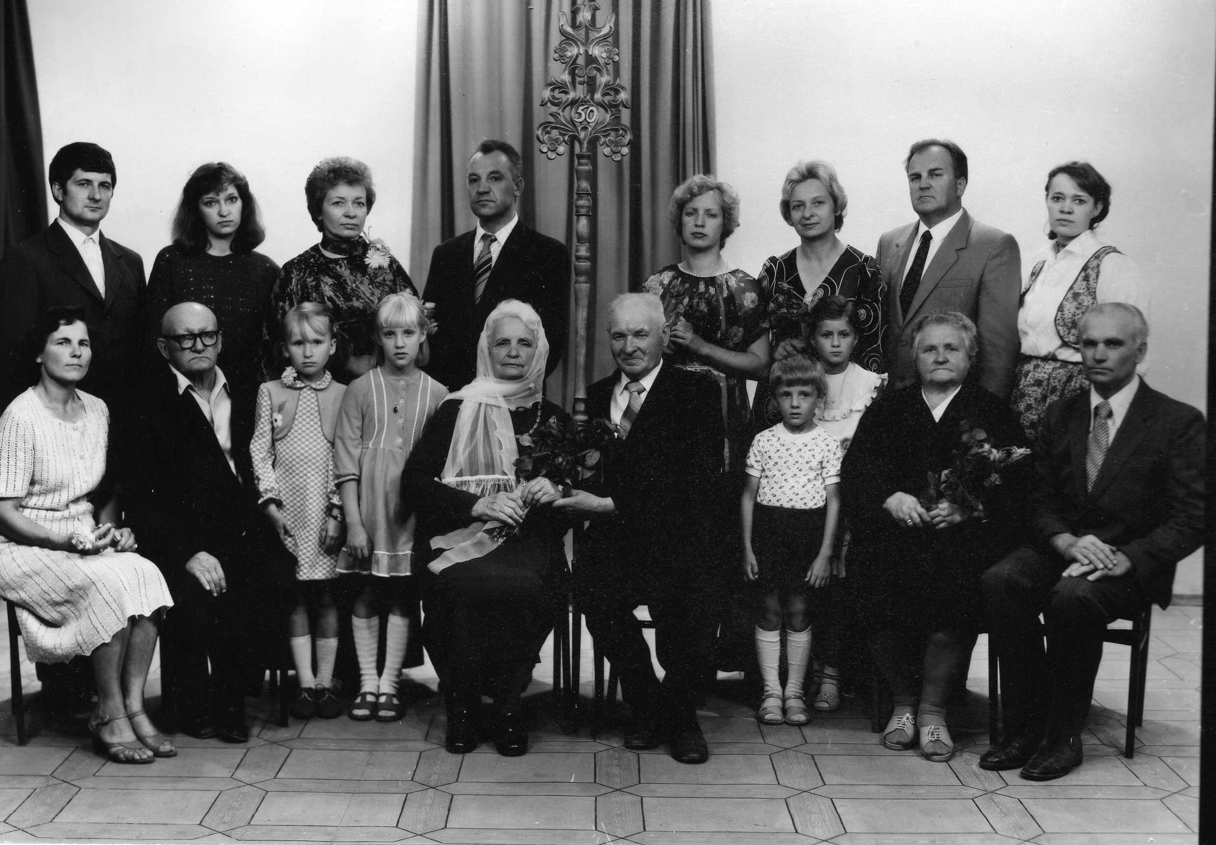 Profesoriaus, agronomo Petro Vasinausko brolio Jono Vasinausko  ir jo žmonos Eugenijos Vasinauskienės 50-osios vestuvių metinės. 1983 m.