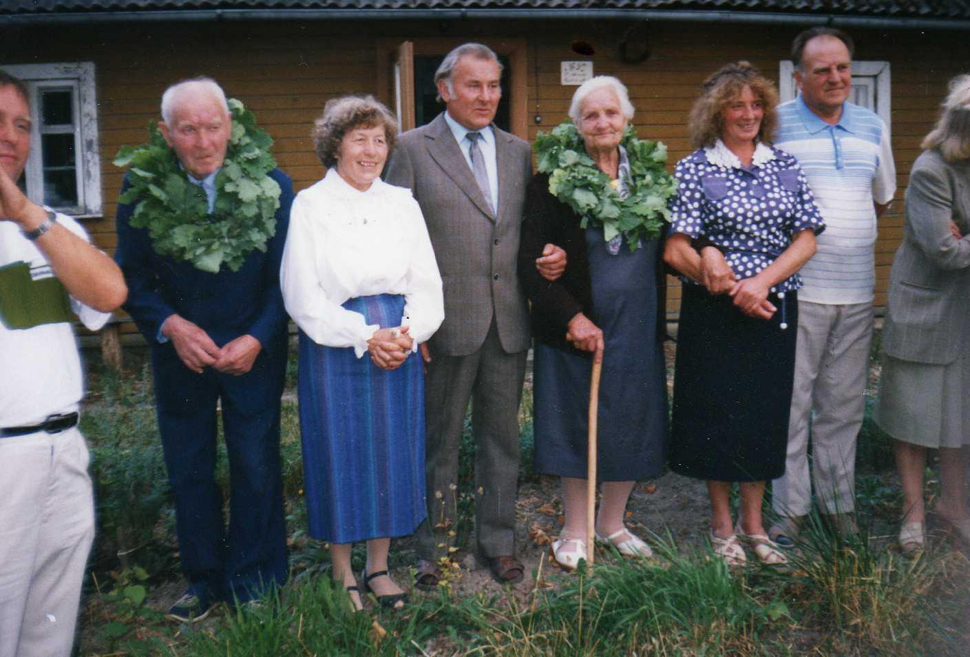Vasinauskų giminės susitikimas. Profesoriaus, agronomo Petro Vasinausko brolis Jonas Vasinauskas (antras iš kairės). 1994 m.