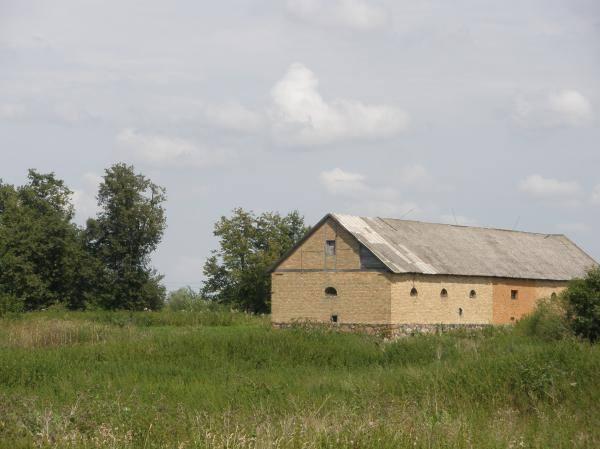 Išlikęs vienas Paliepių Grūžių dvaro ūkinis pastatas. Danutės Ratinskienės nuotrauka