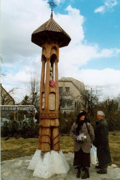 Stogastulpis Pasvalio krašto knygnešiams Pasvalyje. Vido Dulkės nuotrauka, 1995