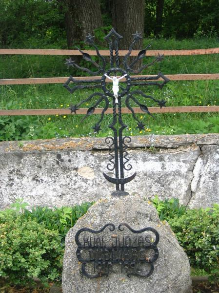 Kryžius kunigui Juozui Dubnikui Grūžiuose