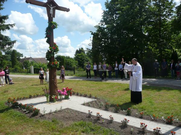 Kryžius Pervalkų kaimo žmonėms