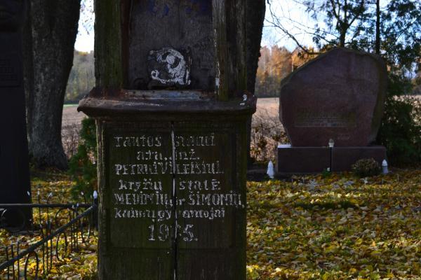 Kryžius inžinieriui Petrui Vileišiui Medinių kaimo kapinaitėse