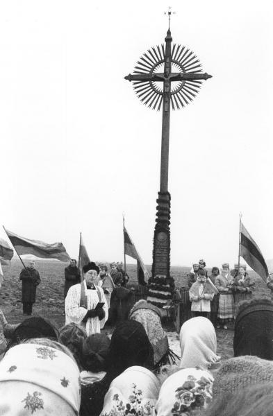 Kryžius kunigui Pranciškui Masilioniui ties Valakėlių kaimu
