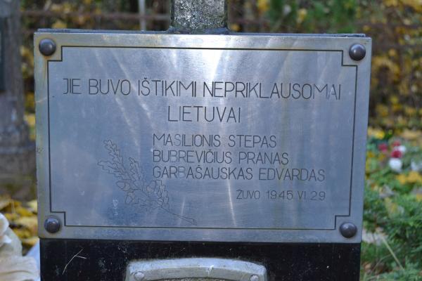 Antkapinis paminklas partizanams Porijų kaimo kapinėse