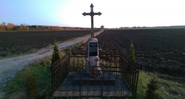 Kryžius prie kelio Smilgiai–Vabalninkas