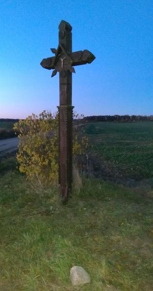 Kryžius kryžkelėje į Židonių kaimą