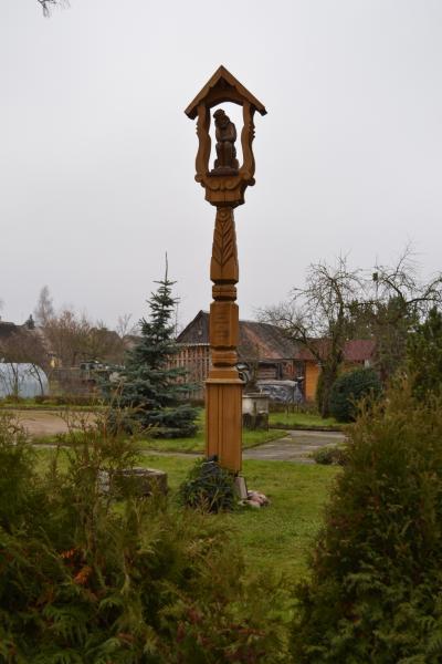 Stogastulpis Joniškėlio klebonijos kieme