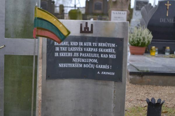 Paminklas Antrojo pasaulinio karo ir sovietų okupacijos metais žuvusiems kapčiūniečiams Kapčiūnų kapinėse
