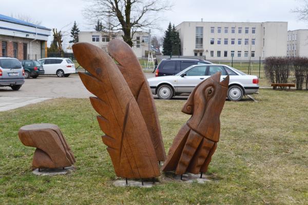 """Skulptūra """"Saulės paukštė"""" Pasvalyje"""