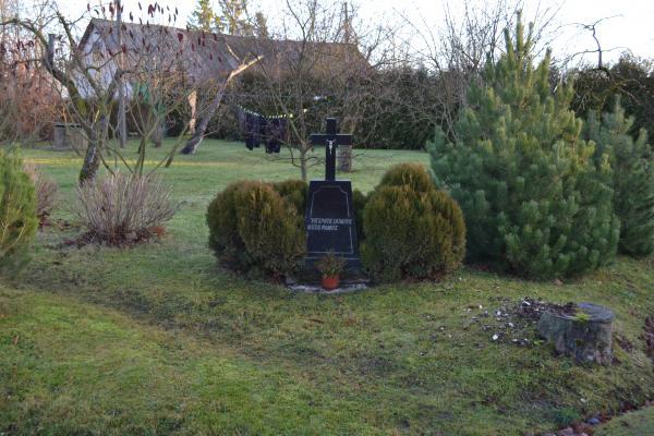 Kryžius Kazimiero Plevoko sodyboje, Vainekonių kaime