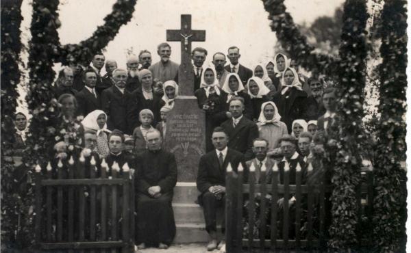 Kryžius Vainekonių kaimo laukams laiminti