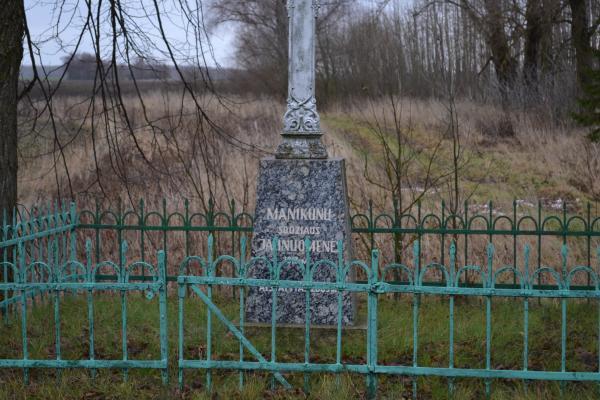 Kryžius jaunuomenei Manikūnų kaime