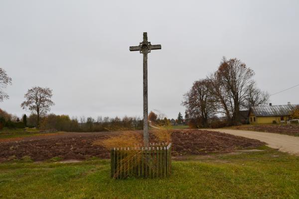 Kryžius šalia Paįstriečių kapinių