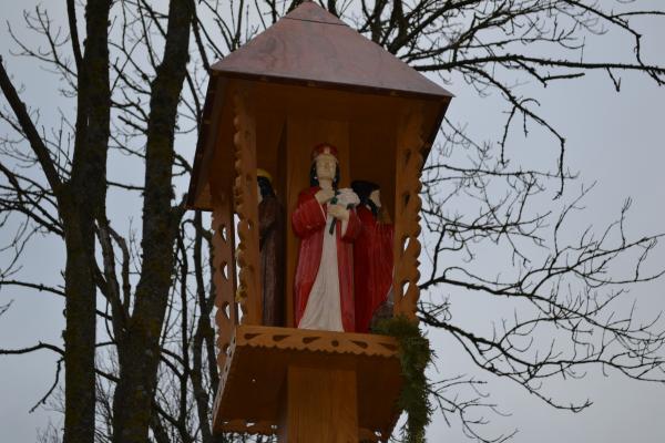 Koplytstulpis kunigui, meno istorikui Kazimierui Jasėnui Velžių kaime