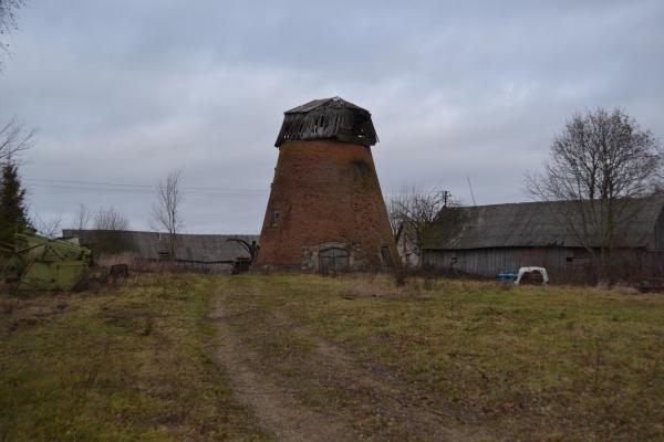 Kiemėnų vėjo malūnas