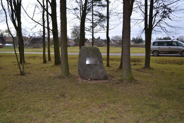 Paminklinis akmuo Kiemėnų parke