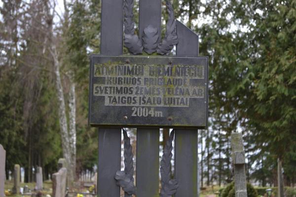 Kryžius tremtiniams Kiemėnų kaime