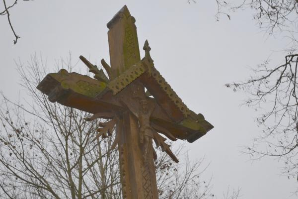 Kryžius Šv. Kazimierui Kyburių Švč. Mergelės Marijos Angeliškosios bažnyčios šventoriuje
