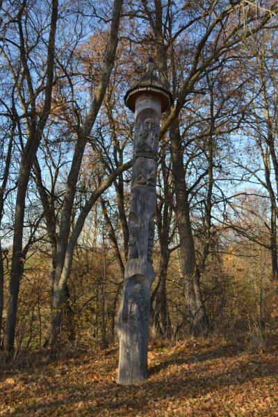 Stogastulpiai prie Ąžuolpamūšės piliakalnio