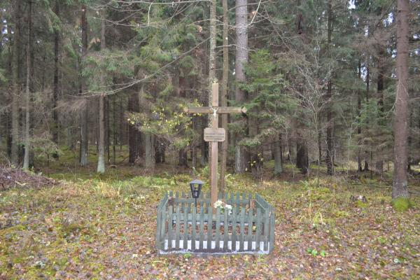 Kryžius partizanų ryšininkei Janinai Morkūnaitei Žaliojoje girioje