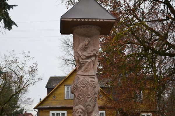 Stogastulpis Pušaloto legendai