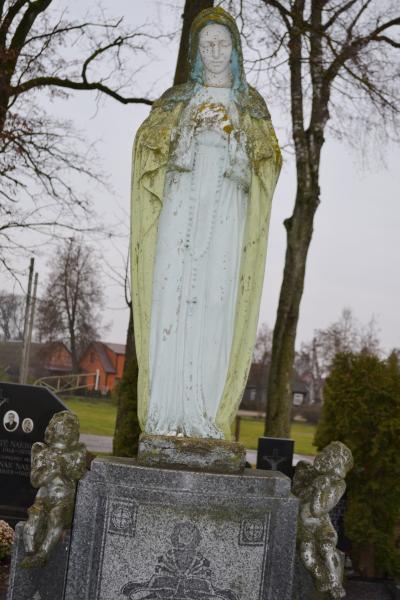 Kunigo Jono Ulicko kapas Pušaloto bažnyčios šventoriaus kapinėse