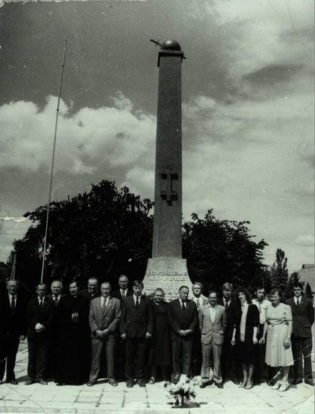 Paminklas Nepriklausomybės kovose žuvusiems savanoriams Saločiuose