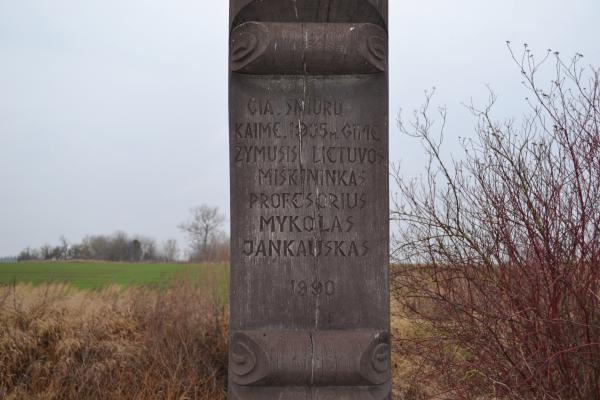 Stogastulpis miškininkui, profesoriui Mykolui Jankauskui Jakubonių kaime