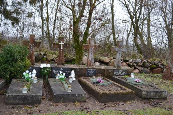Partizanų kapai Jakuboniuose