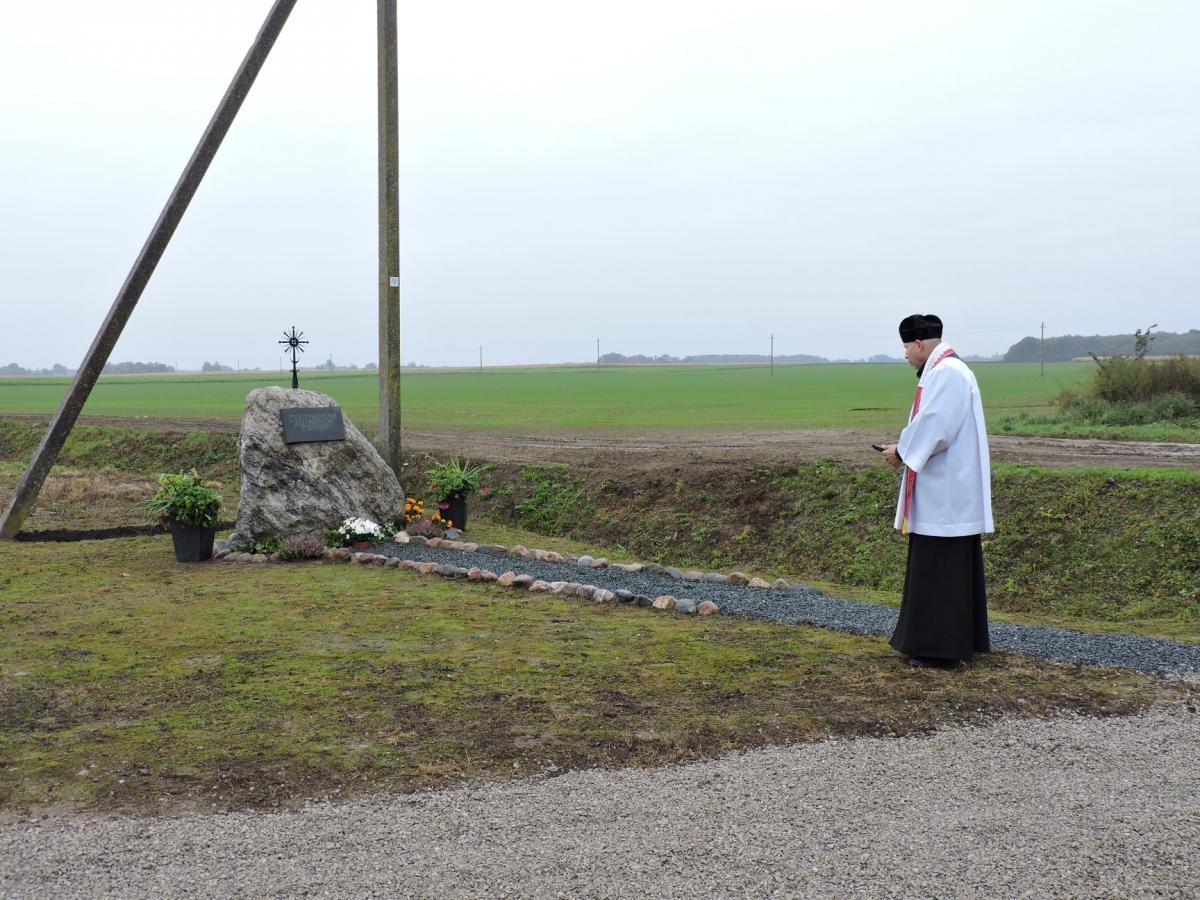 Paminklinis akmuo išnykusiam Kervesių kaimui Vaškų seniūnijoje, Pasvalio rajone
