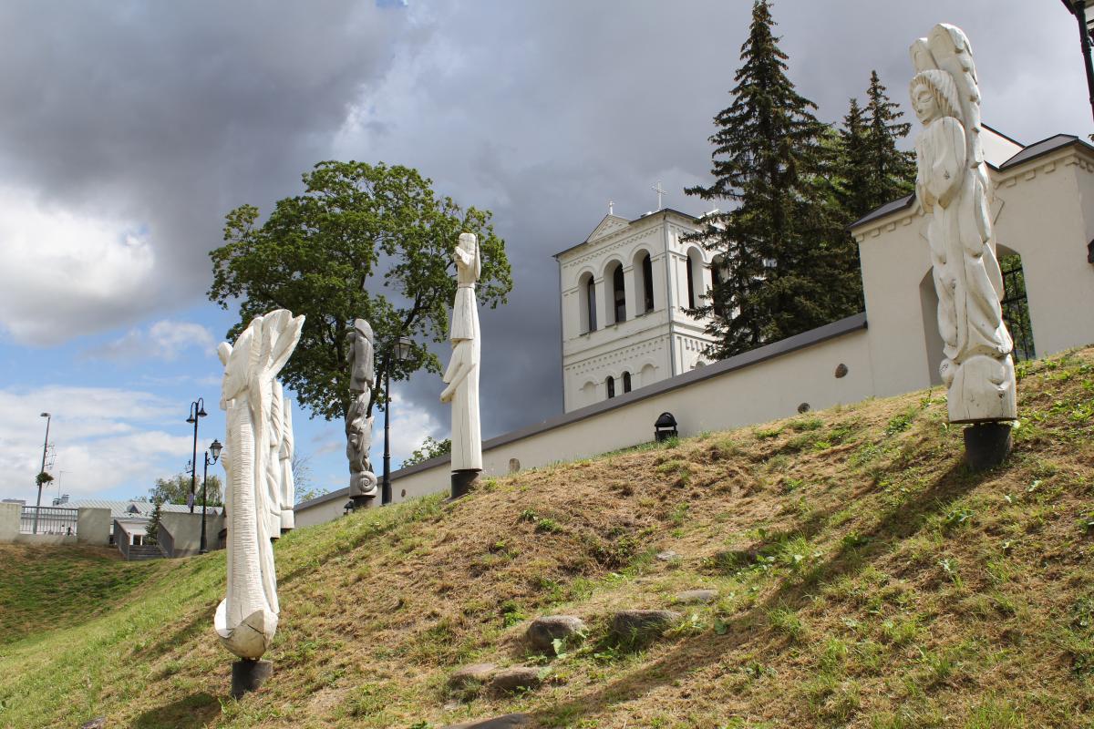 Angelų skulptūros Pasvalyje