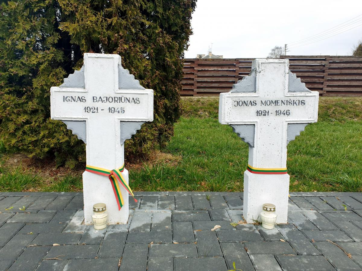 Antkapinis paminklas karininkui Jonui Stapulioniui Joniškėlyje