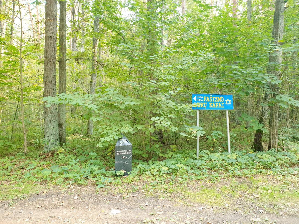 Memorialas holokausto aukoms atminti Žadeikių miške
