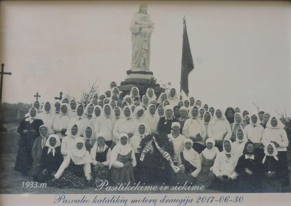 Paminklas Mirusioms Motinoms Pasvalio miesto kapinėse, Stoties gatvėje