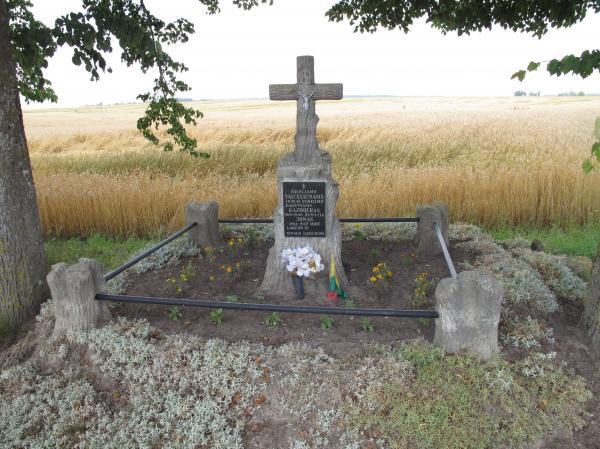 Kryžius partizanams broliams Kazimierui ir Jonui Vaičeliūnams Sindriūnų kaime
